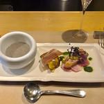 106663353 -                          前菜盛り合わせ(左から)                         マッシュルームのポタージュ、鯖のケークサレと生ハム、スモークサーモンとマーブルビーツ