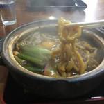 讃岐うどん六平 - 半生麺を鍋で煮て戻す