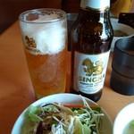ソイ7 - ランチのサラダとスープでシンハービール