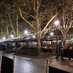 106676942 - テラス席から見た夜の広場
