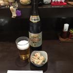 二本松 - 大瓶ビール¥680と、お通し¥200。