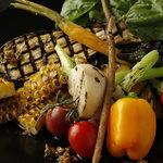 BUZZ 梅田 - 青森と三重の野菜のガーデンサラダ  新鮮な旬野菜をふんだんに盛り込んだ身体に嬉しいサラダ!1,200円