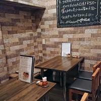 串鉄板イザカヤ ハセガワ-奥の半個室的に使えるテーブル席
