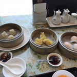 香港海鮮飲茶樓 - 小龍包、フカヒレ餃子、海老餃子