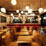 BUZZ 梅田 - デザインの違う椅子が楽しいテーブル席。20名様までのパーティ使いも可能です。