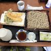 まほら庵 - 料理写真:海老天もりそば、1030円。蕎麦つゆと別に、天つゆが付いてきます。漬物もデフォで付いています。