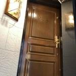 Kahala - 入り口のドア