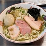 月曜日は煮干rabo - 料理写真:特製煮干らーめん  1000円 ビターな煮干しの旨味溢れる一杯です。
