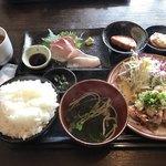 むちゃく - 活〆カンパチ刺身と炭焼きチキン=850円