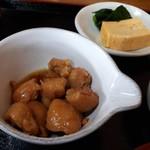 とろろ屋 半兵衛 - 麦とろごはんすいとん付きぼんじり煮セット(1400円) ぼんじり煮と小鉢