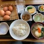 とろろ屋 半兵衛 - たまごかけごはんすいとん汁・ぼんじり煮セット(1400円)