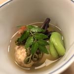 白鷹 - お通し。空豆と蕨、鯛の卵、蕗。才巻き、お出汁はゼリーで固めています。木の芽の香りは好きだなぁ(^◇^)