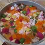 ビストロ ダイア - アミューズ カリフラワームース、ベニズワイガニ、トビっ子、彩野菜