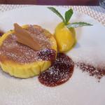 ビストロ ダイア - 米粉を使ったチョコロールケーキ マンゴーソルベ