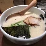ばっこ志 - 料理写真:豚骨ラーメン 750円