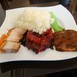 106709981 - 左から 脆皮烧肉 (皮付き豚バラ肉の焼き物) 蜜汁叉烧 (焼きチャーシュー) 卤水牛肉 (味付け冷やし牛スネ肉)
