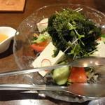 沖縄料理 ちゅらさん家 - 島豆腐と海藻の健康サラダ