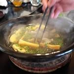比良山荘 - たけのこ一杯の鍋に花山椒やらお肉やら。