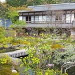比良山荘 - 目の前は一から作られた庭。向こうにはいつも大勢で頂くお部屋。
