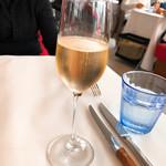 106721540 - スパークリングワイン