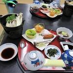 民宿 登山口温泉 - 料理写真:夕食(一部)