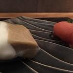 106723845 - デザートブラッドオレンジのソルベ、生春巻き中に感動のデザート入り