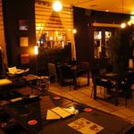 イタリア酒場 キングキッチン - 非日常的なリゾート感溢れる店内