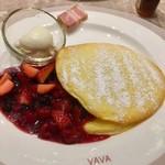 106737355 - 苺とベリーのパンケーキ