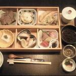 10674927 - 松花堂弁当 ¥2000