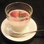 10674930 - 松花堂弁当のデザート(杏仁豆腐)
