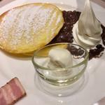 106740172 - あずき&ソフトクリームのパンケーキ