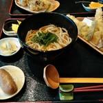 尾州うどん はじめ - 料理写真:Bランチ とり天うどんセット