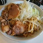 106743090 - らーめん 麺少なめ 700円  ※コール→、野菜、脂