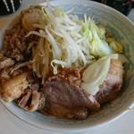 106743092 - らーめん 麺少なめ 700円  ※コール→、野菜、脂