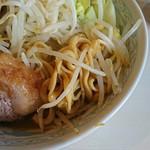 106743094 - らーめん 麺少なめ 700円  ※コール→、野菜、脂