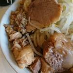 106743096 - らーめん 麺少なめ 700円  ※コール→、野菜、脂