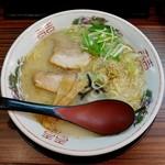 白馬童子 - 料理写真:しおとんこつラーメン(730円)