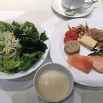 ベルテンポ - 朝食ビュッフェ2600円。2皿目?和食中心。焼き魚2種、明太子、だし巻き卵、とろろ汁、お浸し、煮物、いずれも優しい味わいで、大好きです(╹◡╹)