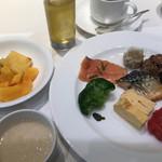 ベルテンポ - 朝食ビュッフェ2600円。しめ?に。サーモンも大好物です(╹◡╹)。サラダと一緒にたくさんいただきました(╹◡╹)