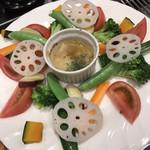ニク マッスル スグル - バーニャカウダ 付け添えのソースが美味しい! もちろん野菜も良い感じです!