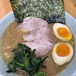 横浜らーめん 武蔵家 - 料理写真: