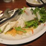 大衆居酒屋 魚炭 - 牡蠣入りサラダ