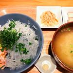 キチプラス - 三色丼(税込\1,300+大盛\100)