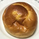 ブーランジェリー ラ・テール - しあわせを呼ぶクリームパン@180円+税