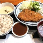 泰山 - ロースカツ定食¥1000(税込) 10年ぶりぐらいに来たけど変わらずいいねぇ。