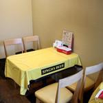 ホットウェーブ - テーブル席