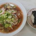 御食事処 だるま - 料理写真:Bセット(中華そば+むすび) ¥750