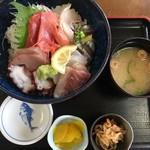 魚康 - おまかせ海鮮丼(1,680円)