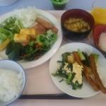 網走ロイヤルホテル - 料理写真:一泊目朝食例
