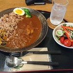 小槲工房 - 料理写真:チキンカレー  880円(税込)